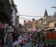 A crowded bazar of Rawalpindi