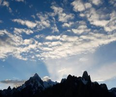 dawn-at-on-trango-tower-and-payo-peak