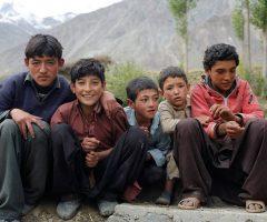 local-kids-at-askoli-village