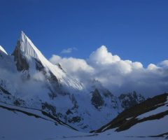 beautiful-view-of-laila-peak