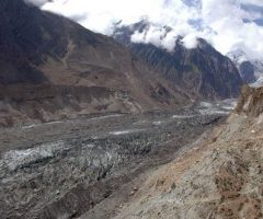 batura-glacier-during-patundas-trek