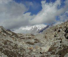 near-summer-house-during-patundas-trek